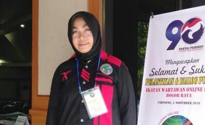 Herawati Nurlia, jurnalis dari meteorpublik.com yang mendapatkan penghargaan dari Makorem 061