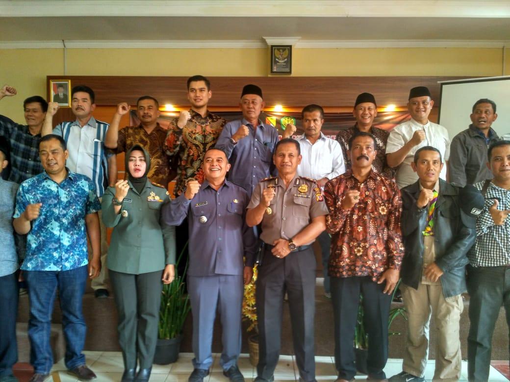Jajaran Muspika Kecamatan Kutawaringin saat deklarasi damai Pilkades 2019 (14/9/19).
