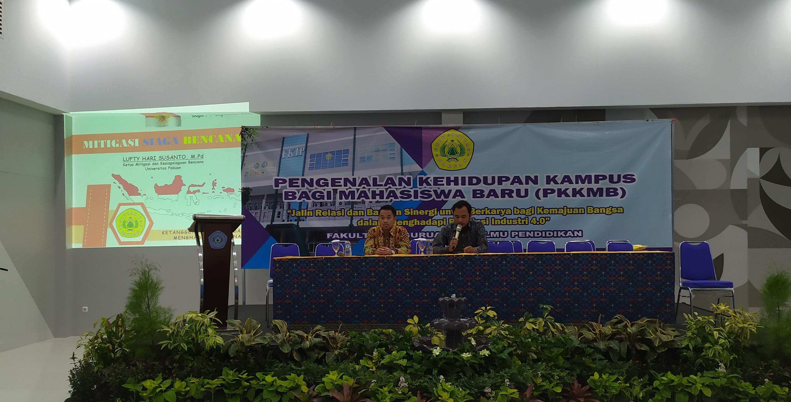 Ketua Mitigasi dan Kesiapsiagaan Bencana Universitas Pakuan, Lufty Hari Susanto, M.Pd saat edukasi tentang Mitigasi Bencana di Aula FKIP Unpak, Sabtu (7/9/19).