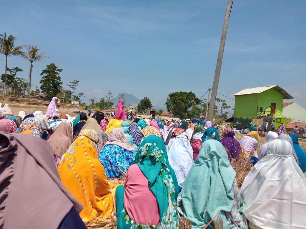 Masyarakat Kersamanah melakukan Shalat Istisqa untuk meminta turunnya hujan (2/10/19).