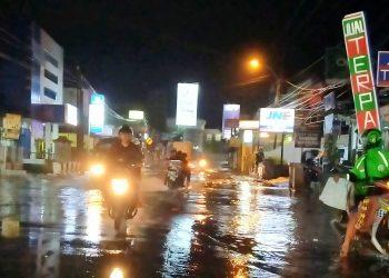 Kondisi banjir yang menggenangi beberapa titik di Kopo yaitu di Jalan kopo Sayati yang Sering di sebut jalan JADEK