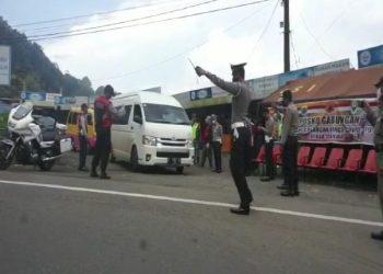 Kendaraan Pemudik Putar Balik Di Perbatasan Cianjur-Bogor