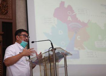 Kepala Disdik Kota Bandung, Hikmat Ginanjar memastikan membuka peluang lebih besar bagi siswa untuk menentukan pilihan sekolah. Rabu (20/5/2020). Di Balai Kota Bandung.