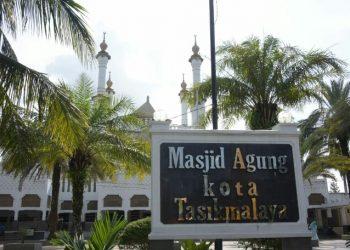 Masjid Agung.