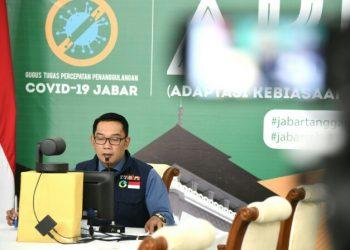 Gubernur Jawa Barat (Jabar) Ridwan Kamil saat membuka Rapat Koordinasi Daerah (Rakorda) Baznas dan Lembaga Amil Zakat (LAZ) se-Jabar Tahun 2020 secara virtual, di Gedung Pakuan, Kota Bandung, Senin (13/7/20). (Foto: Yogi P/Humas Jabar).