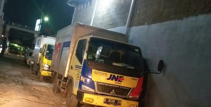 Mobil Truk Jne Parkir Sembarangan Lsm Gmbi Distrik Garut Protes Jabaronline Com