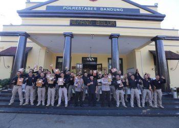 Walikota Bandung Oded M. Bersama Tim Prabu Polrestabes Bandung. Usai memimpin apel pagi, Senin (27 Juli 2020), di Mapolrestabes Bandung, Jln. Merdeka. (Foto : Istimewa)