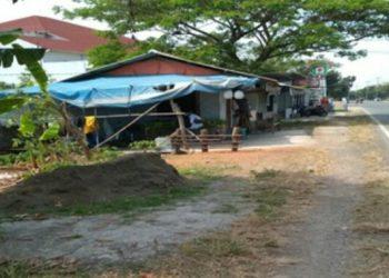 Bangunan liar (bangli) berupa toko di bahu jalan Bypass Jatibarang - Langut KM.CN. 51+000 (arah Cirebon) atau tepatnya di depan RS Mitra Plumbon widasari Indramayu.
